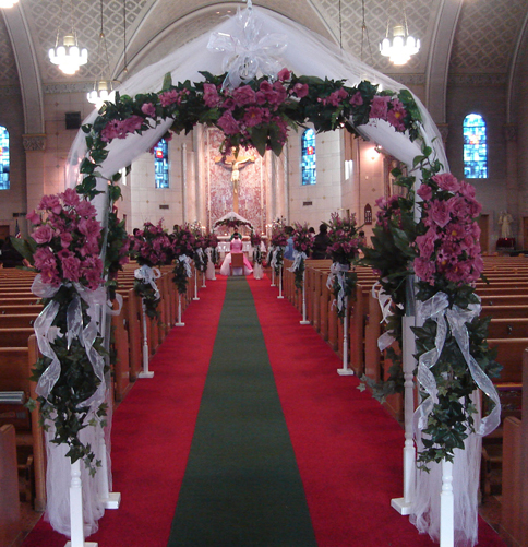 wedding decorations with maroon flowers